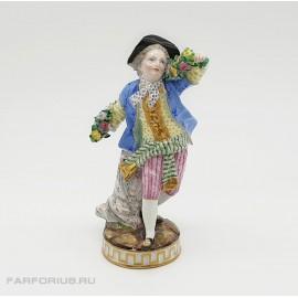 """Фарфоровая статуэтка """"Юноша с герляндой из цветов"""" Meissen Германия"""