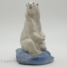 """Статуэтка """"Белый медведь с рыбой"""". Гжель"""